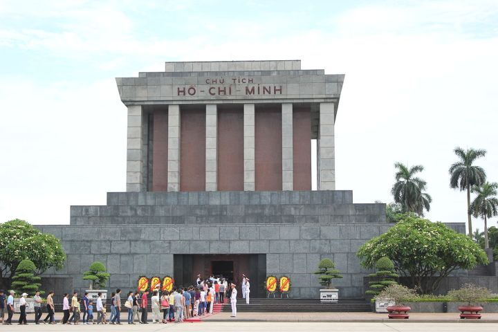 Ho_Chi_Minh_Mausoleum_from_the_front.JPG